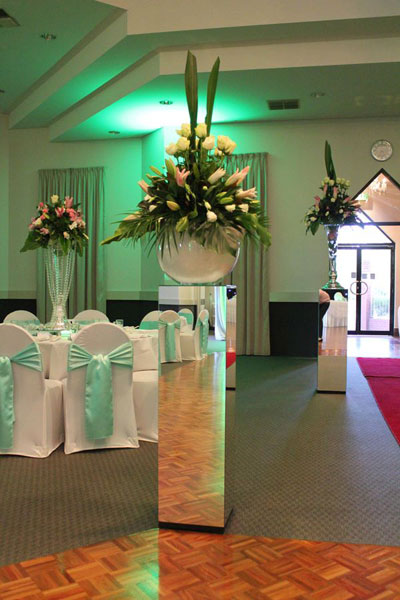 hire mirror pillars for wedding decoration
